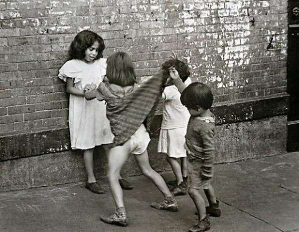 L'audace (photo by Helen Levitt)