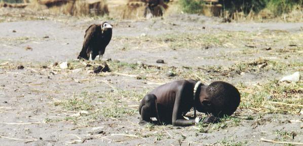En 1994, Kevin Carter photographie la famine au Soudan