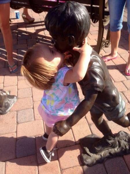 Les enfants et les statues