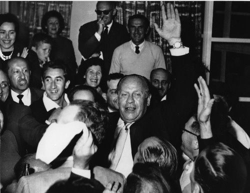 Oskar Schindler being greeted by 300 holocaust survivors in Jerusalem, on May 1, 1962