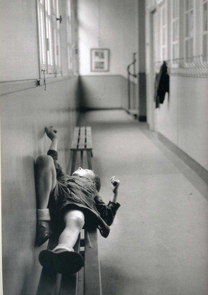&quot&#x3B;Le premier de la classe ignore le plaisir que prend le cancre à regarder par la fenêtre.&quot&#x3B; (Robert Doisneau)