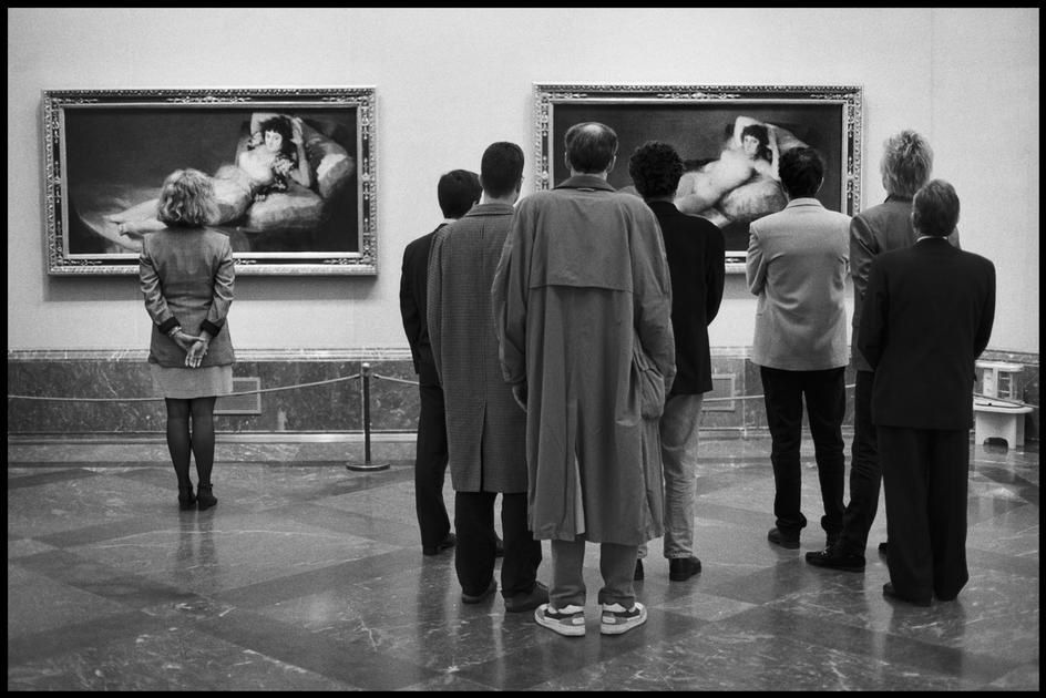 SPAIN. 1995. Madrid. Museo del Prado. (Elliott Erwitt)