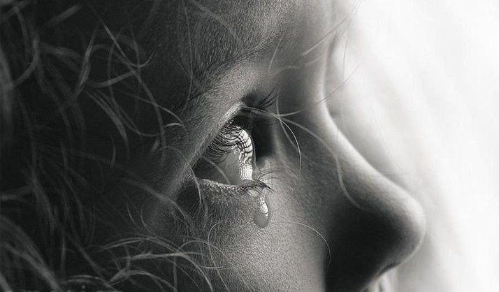 &quot&#x3B;Les larmes sont les pétales du cœur. &quot&#x3B; P. Eluard