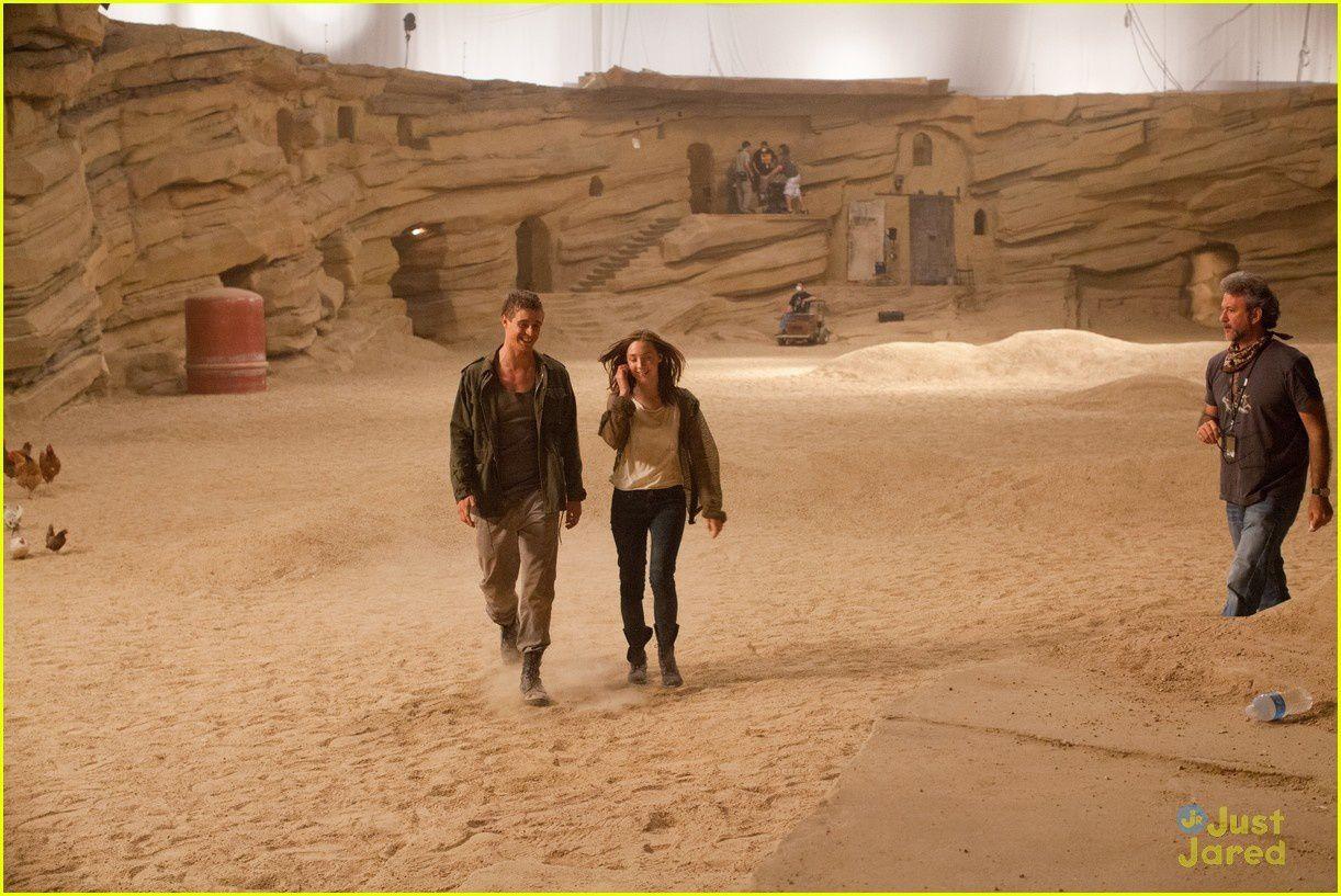 "Max Irons (Jared) und Saoirse Ronan (Melanie/Wanda) am Set zu ""Seelen"""