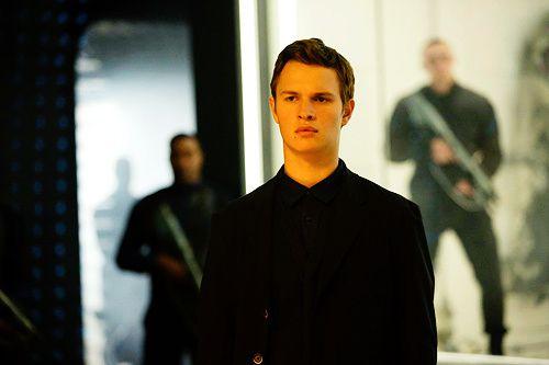 Caleb Prior (Ansel Elgort)