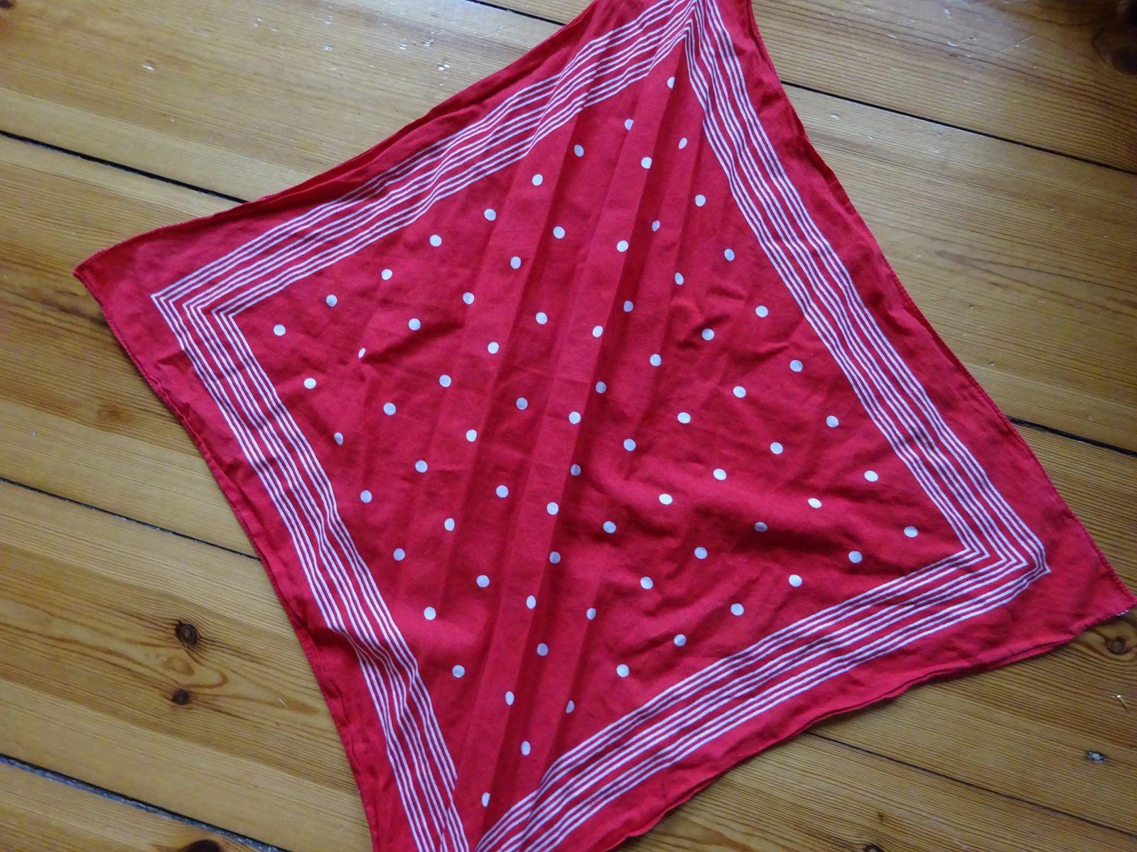Hier noch eine rote Variante des Tuchs von oben