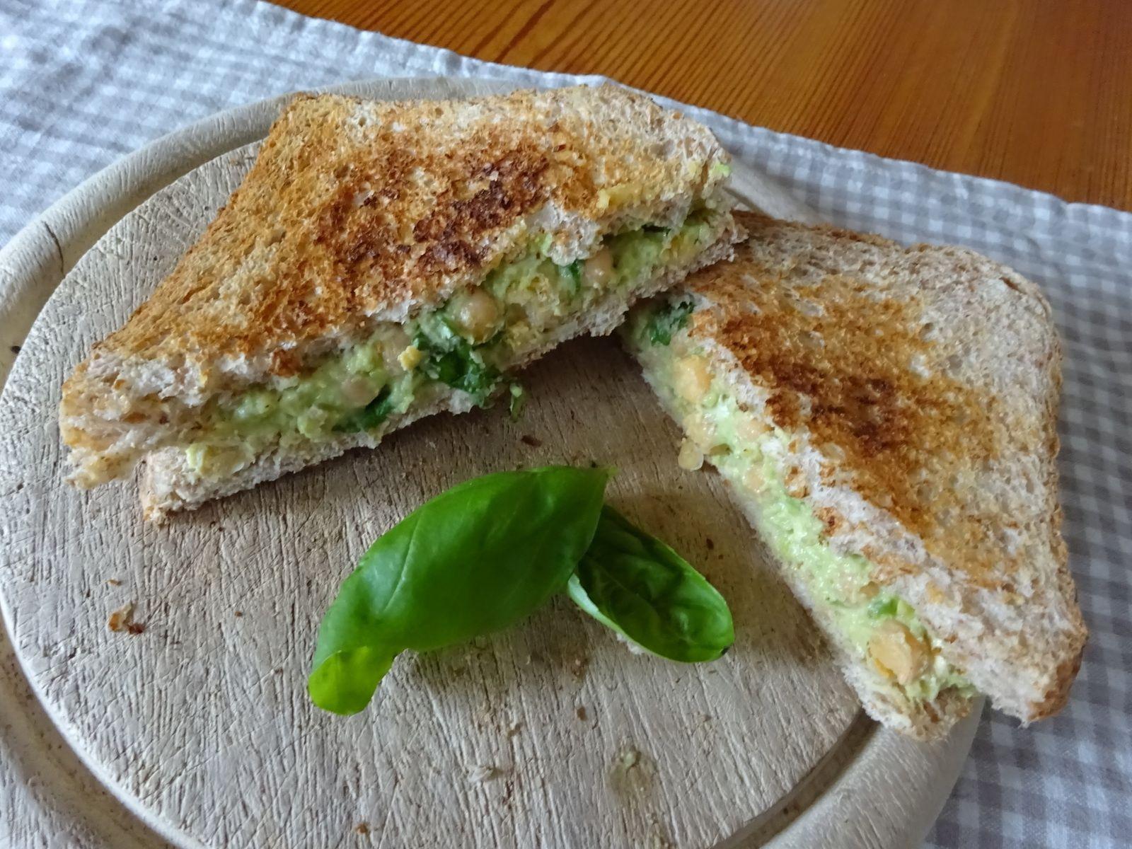 Rezept: Yummy Sandwichbelag mit Avocado und Kichererbsen
