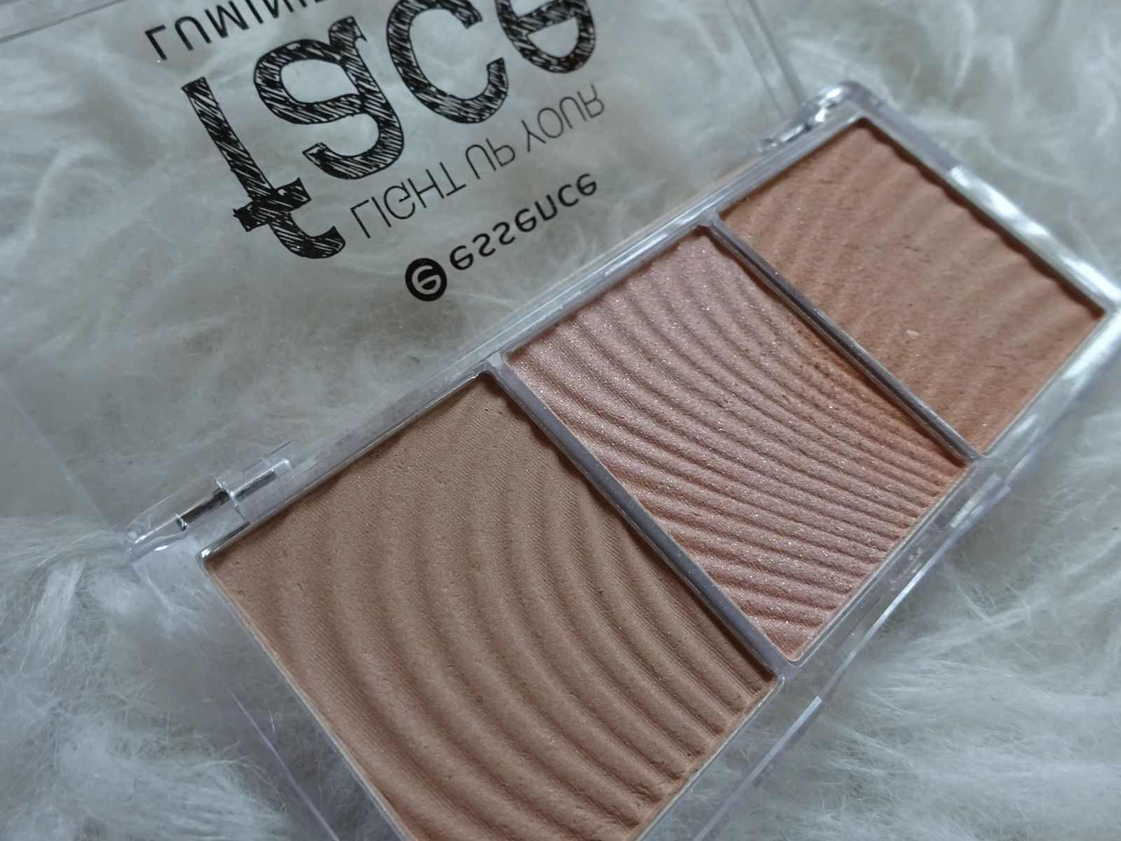 Review: essence Light up your Face Luminizer Palette