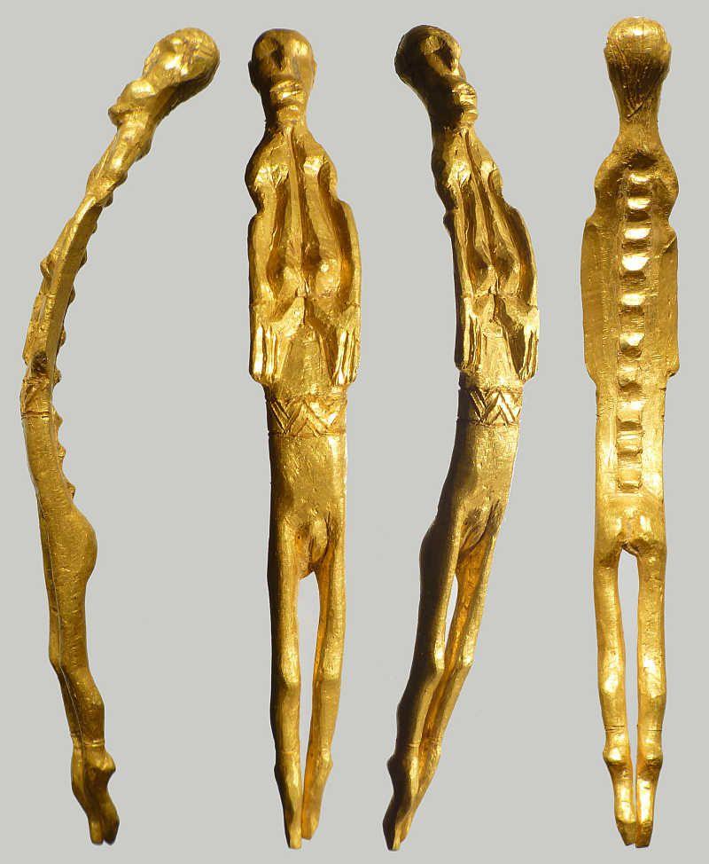 Une figurine en or de femme nue découverte au Danemark