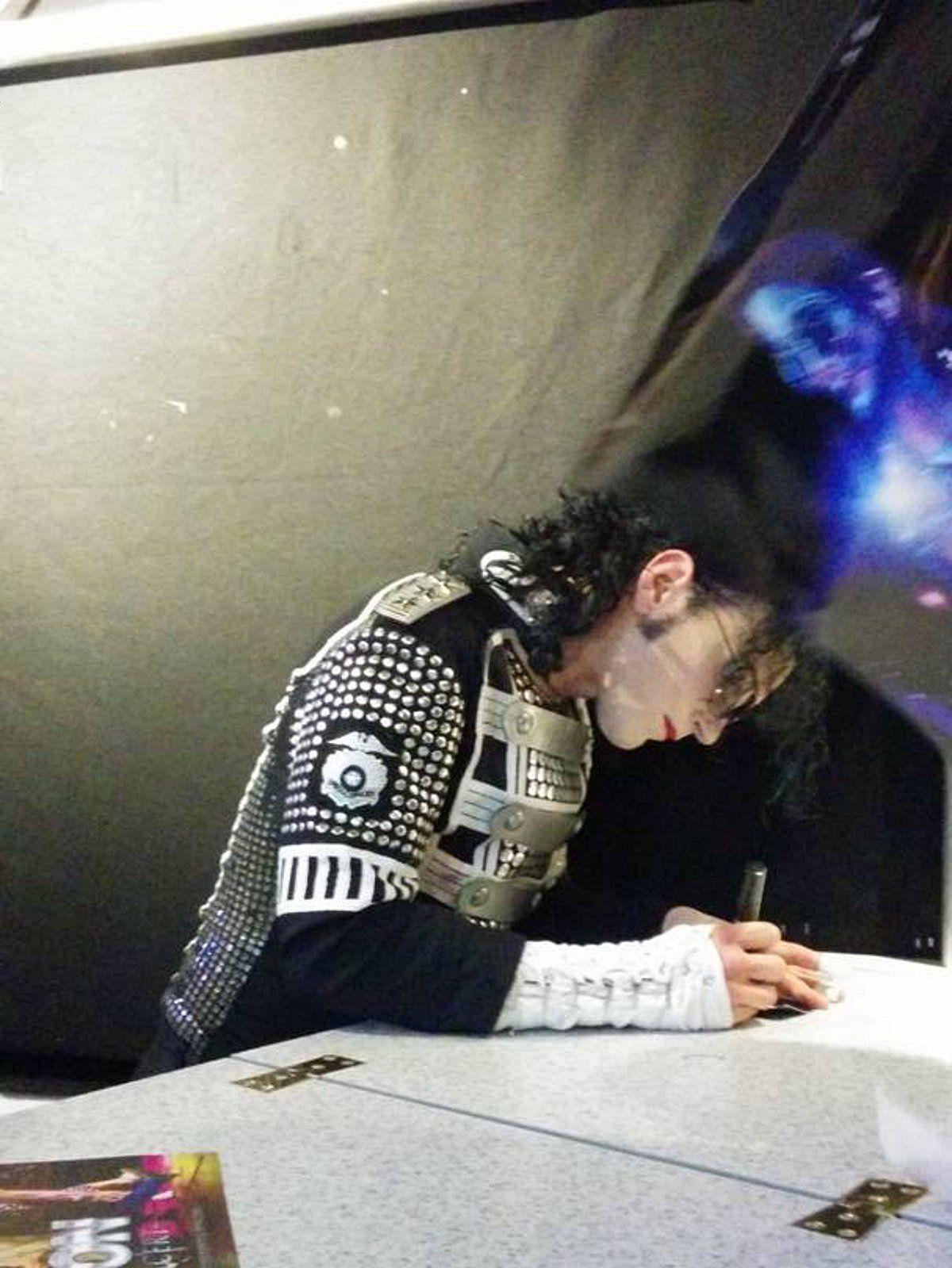 Est-ce le fantôme de Michael Jackson qui apparaît sur une photo prise par un adolescent ?