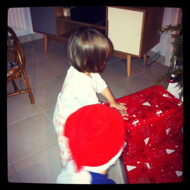 La nuit fut courte pour nous, les enfants sont au taquet pour ouvrir les cadeaux
