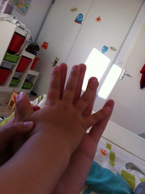 Sa petite main dans la mienne...