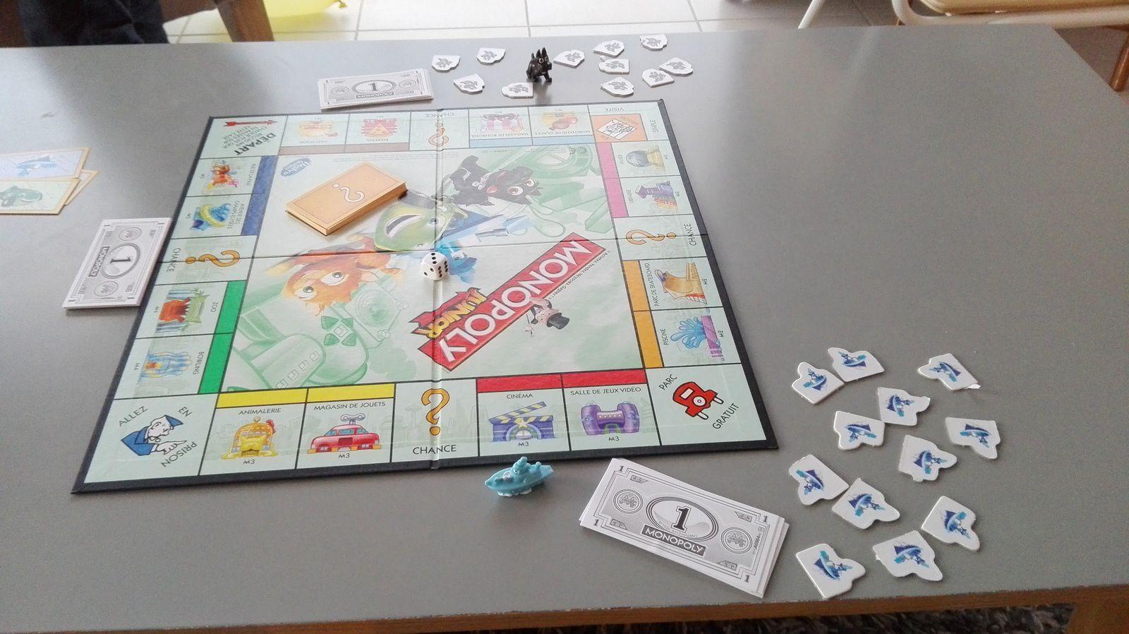 Partie de Monopoly en famille