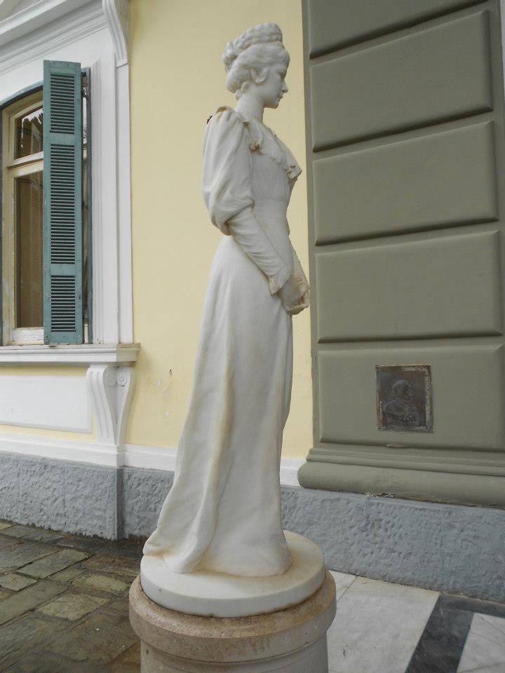 statua di Elisabetta imperatrice d'Austria soprannominata anche Principessa Sissi