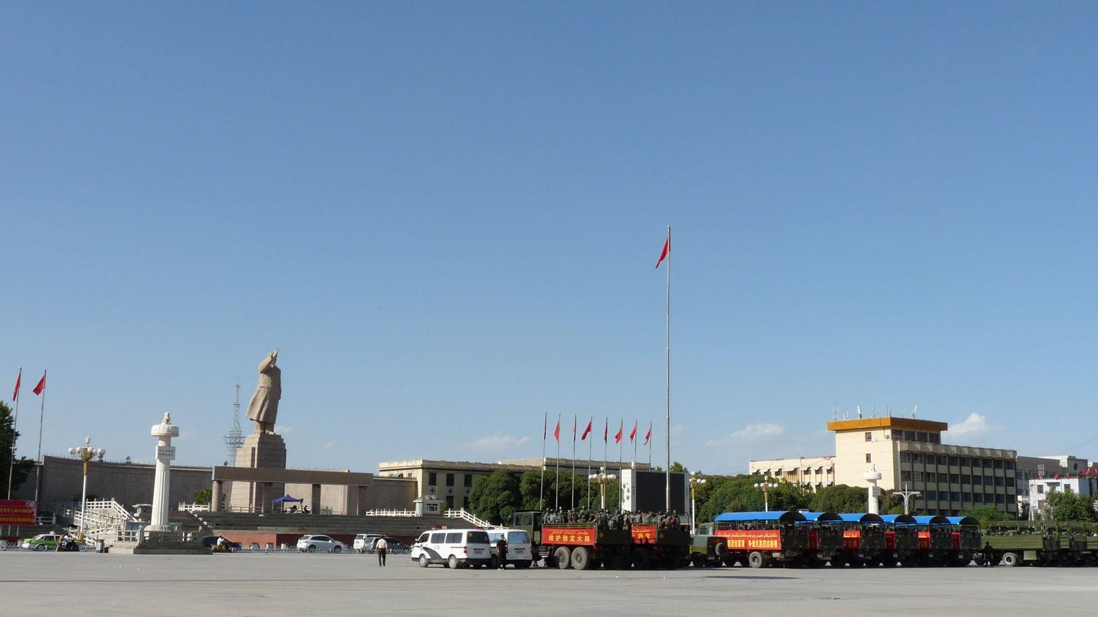 Les troupes chinoises sont deployees de partout ces temps-ci. A priori, ils ont trouve Mao et ce ne n'est pas nous qu'ils cherchent.