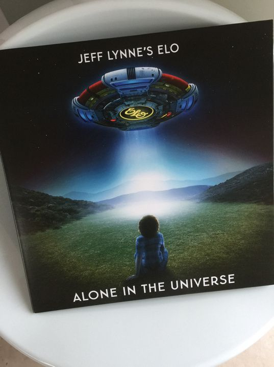 Le retour de E.L.O. avec Alone in the universe