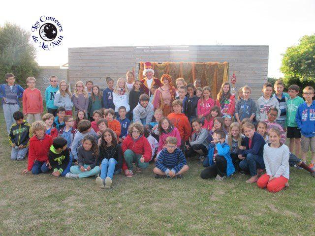 Les Conteurs de la Nuit avec les enfants de l'école publique du Loch d'Auray.