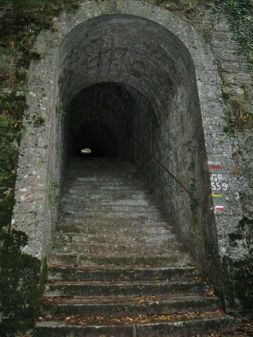 Tunnel des 100 marches (photo prise du net)