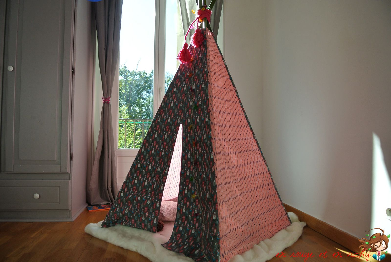d co chambre 2 le tipi d 39 indienne en rouge et en vichy. Black Bedroom Furniture Sets. Home Design Ideas