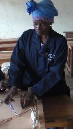 Apprentissage de métiers pour jeunes filles en RDC