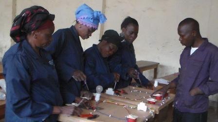 apprentissage  du métier d'éléctricienne à Bukavu (RDC)