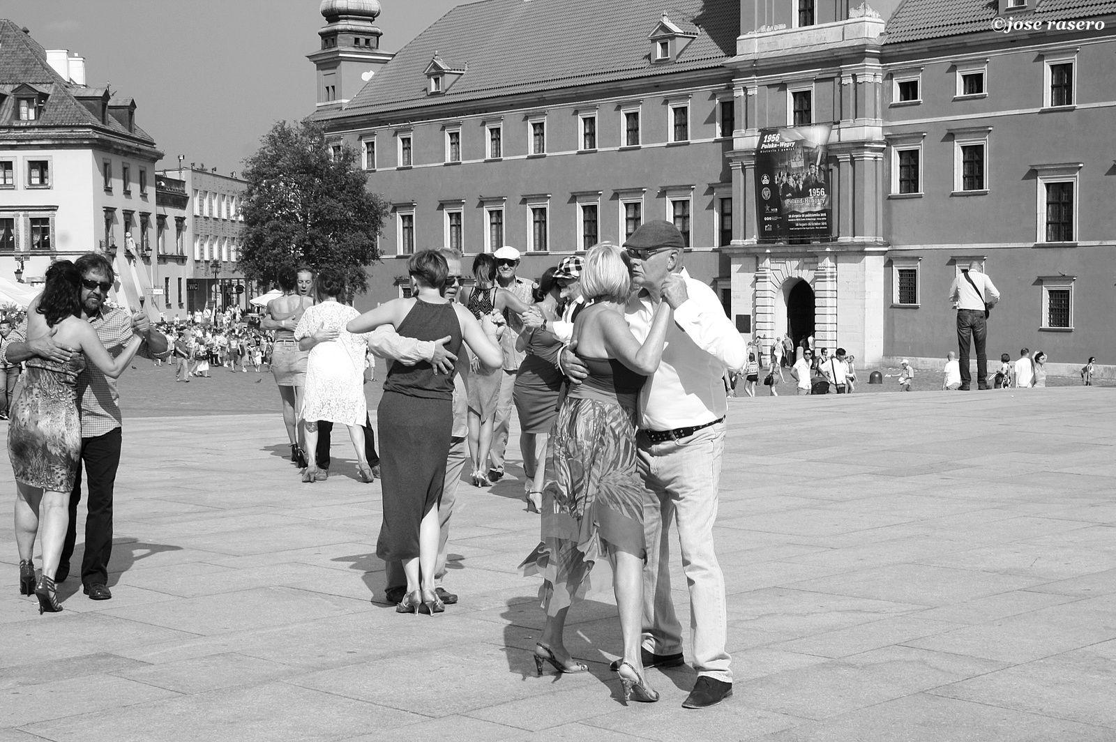 Dancing in Old Town, 1 (Varsovia)