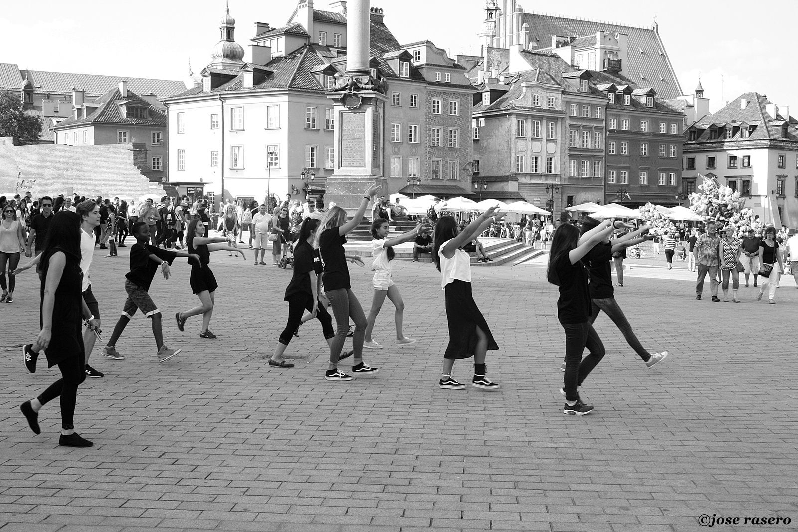 Dancing in Old Town, 2 (Varsovia)