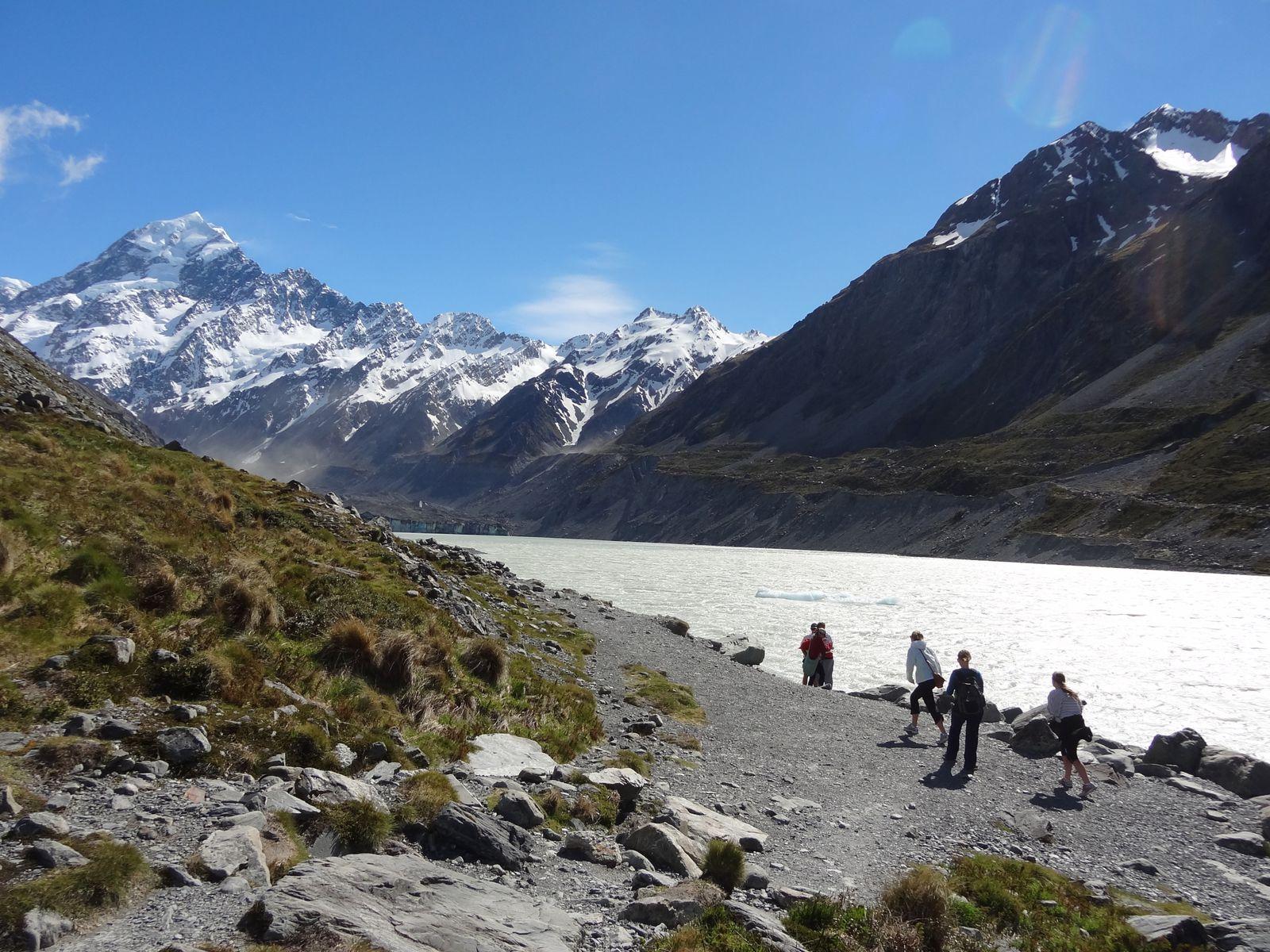 Le Mont Cook surplombe totalement la vallée. On l'avait toujours sous nos yeux, face à nous, enneigé, lumineux, imposant !