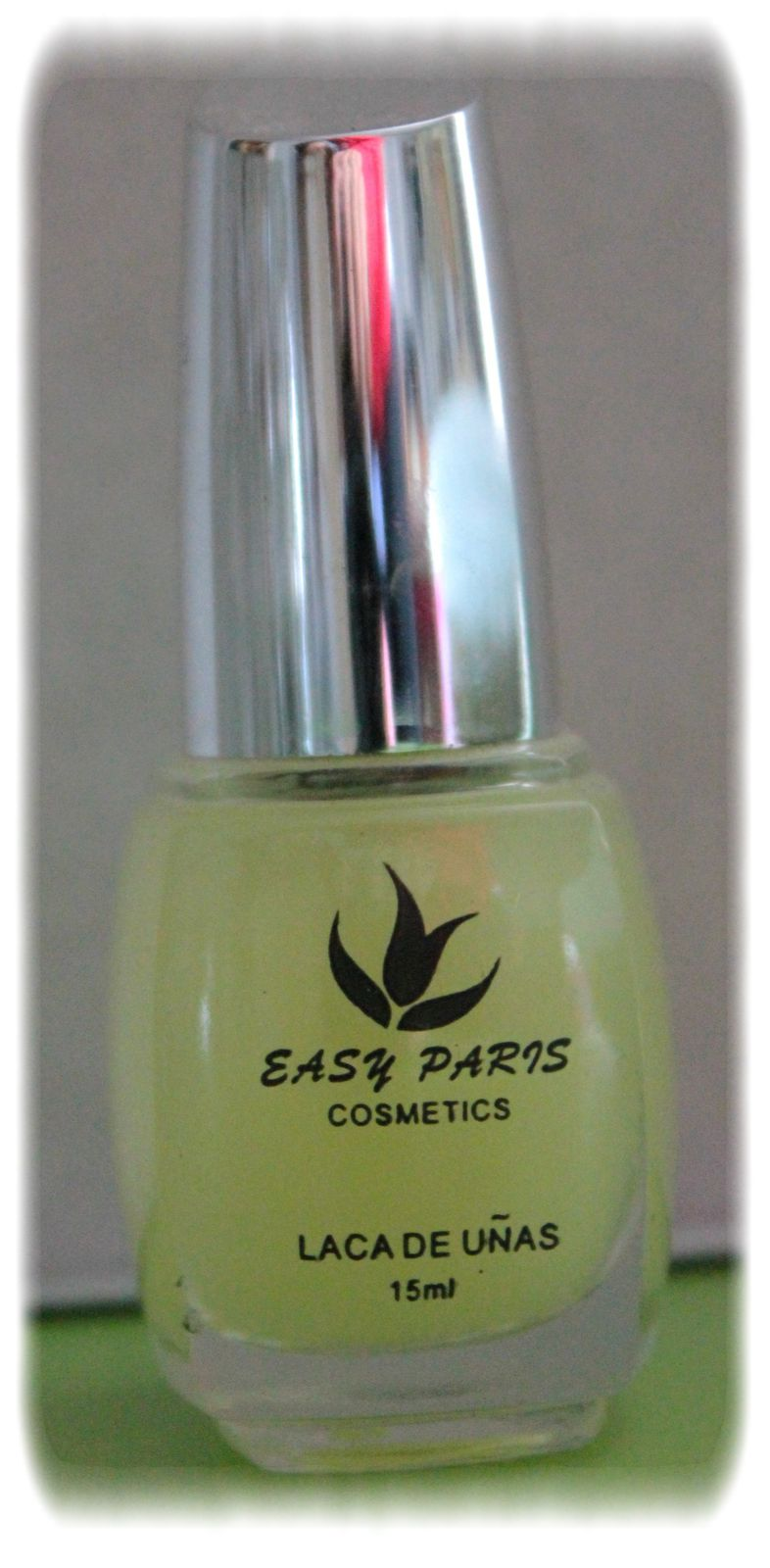 Easy Paris n° 607, c'est un top coat phosphorescent