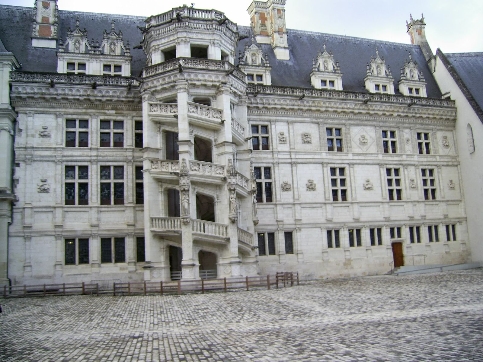 Le château de Blois: Une histoire entre ombre et lumière