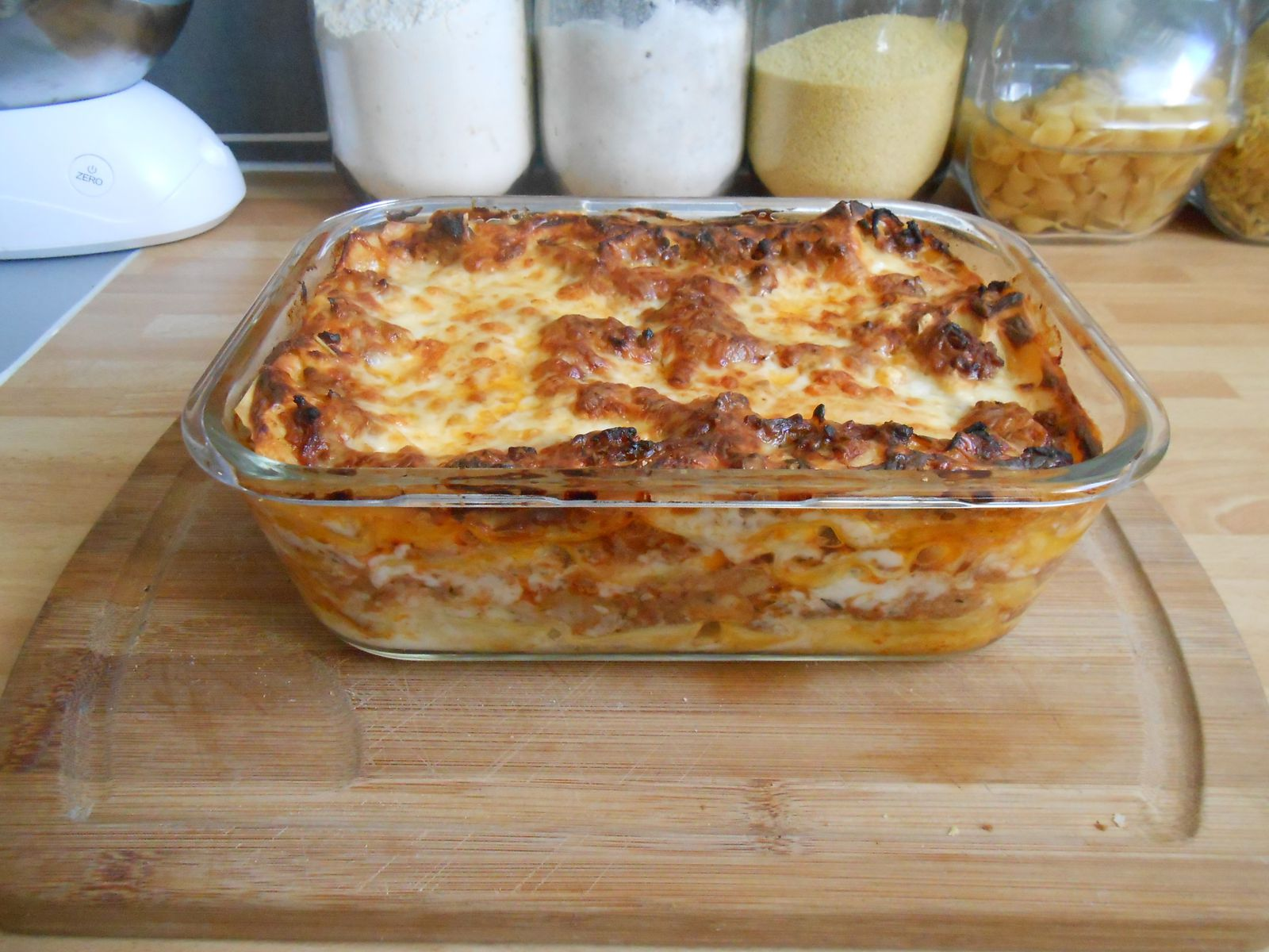 Lasagne babou is in the kitchen for Babou telephone