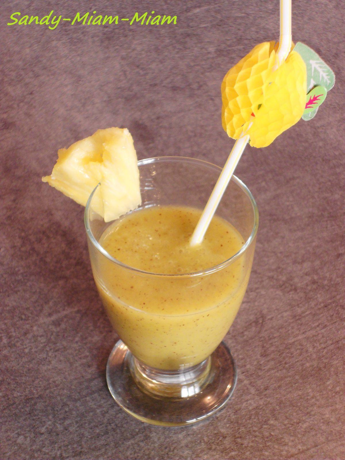 Smoothie pomme-kiwi-ananas