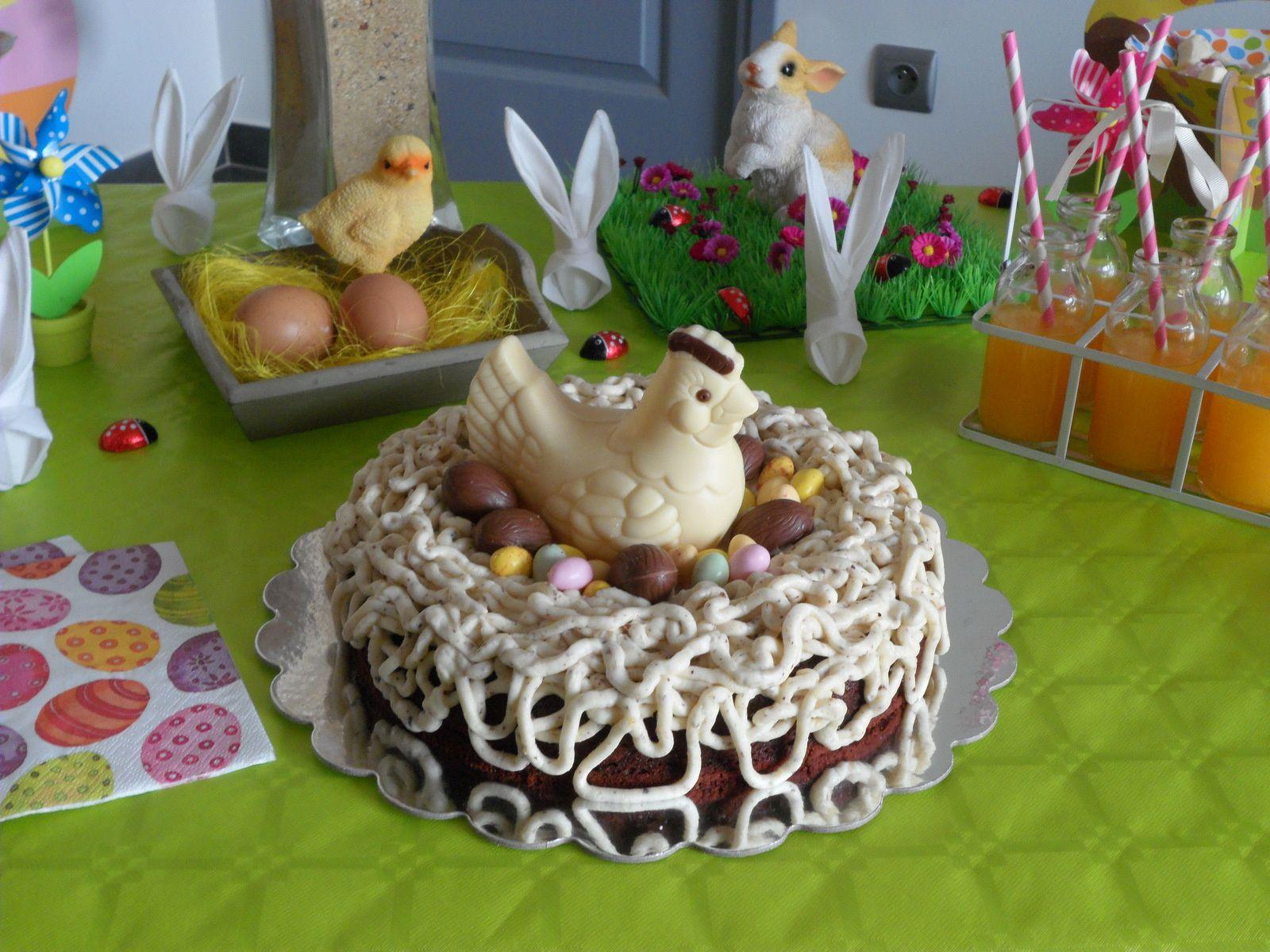 Et un joli nid de Pâques red velvet crème noisettes pour les grands &#x3B;-)