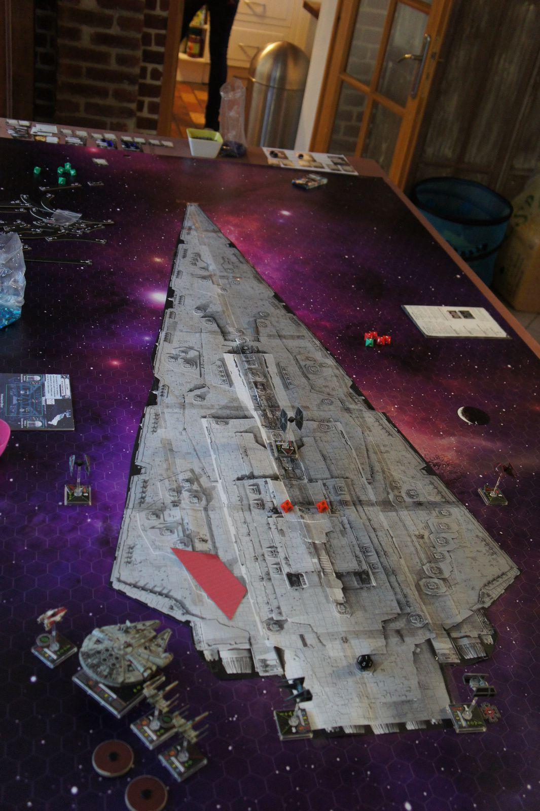 Après avoir détruit le deck principal et les deux  générateurs les rebelles réussirent à sauter dans l'infini et au delà !!!! Menfin sauf Luke qui encore un fois y est resté !