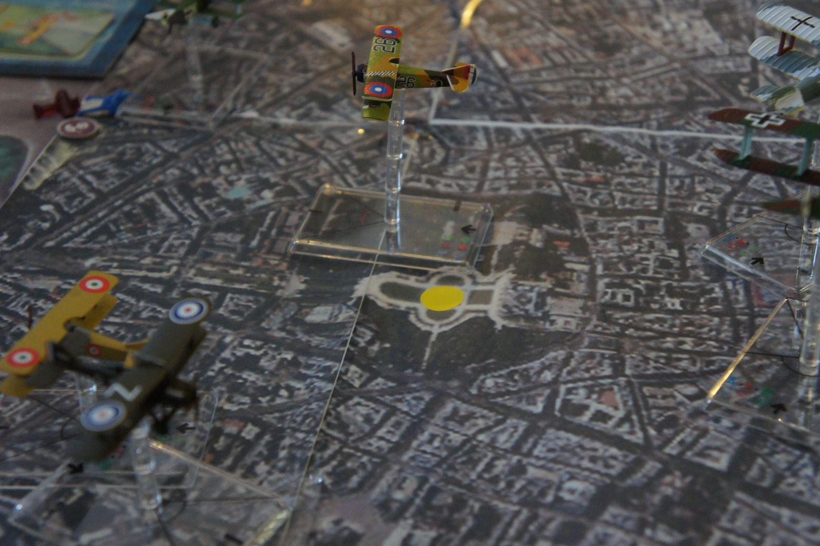 La ruse Allemande a fonctionné, les alliés ont concentrés une partie de leur forces sur ces quatres biplans dont deux sont des leurres !