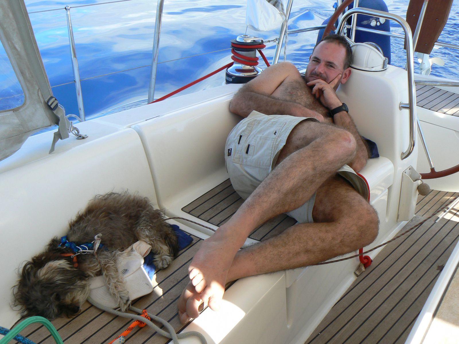 le Capitaine en pleine action avec sa chienne de garde
