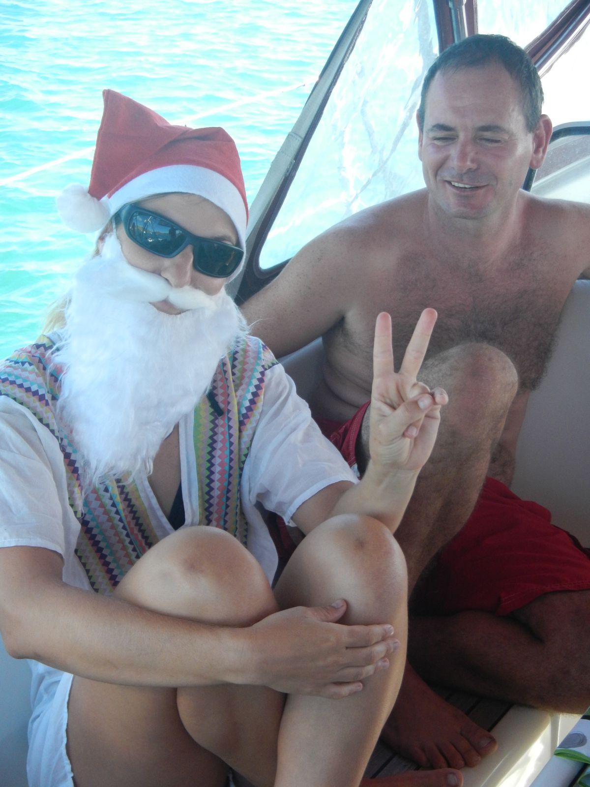 la Mère Noël  déléguée pour les fêtes aux territoires d outre mer avec Bahia renne  ou  reine des mers