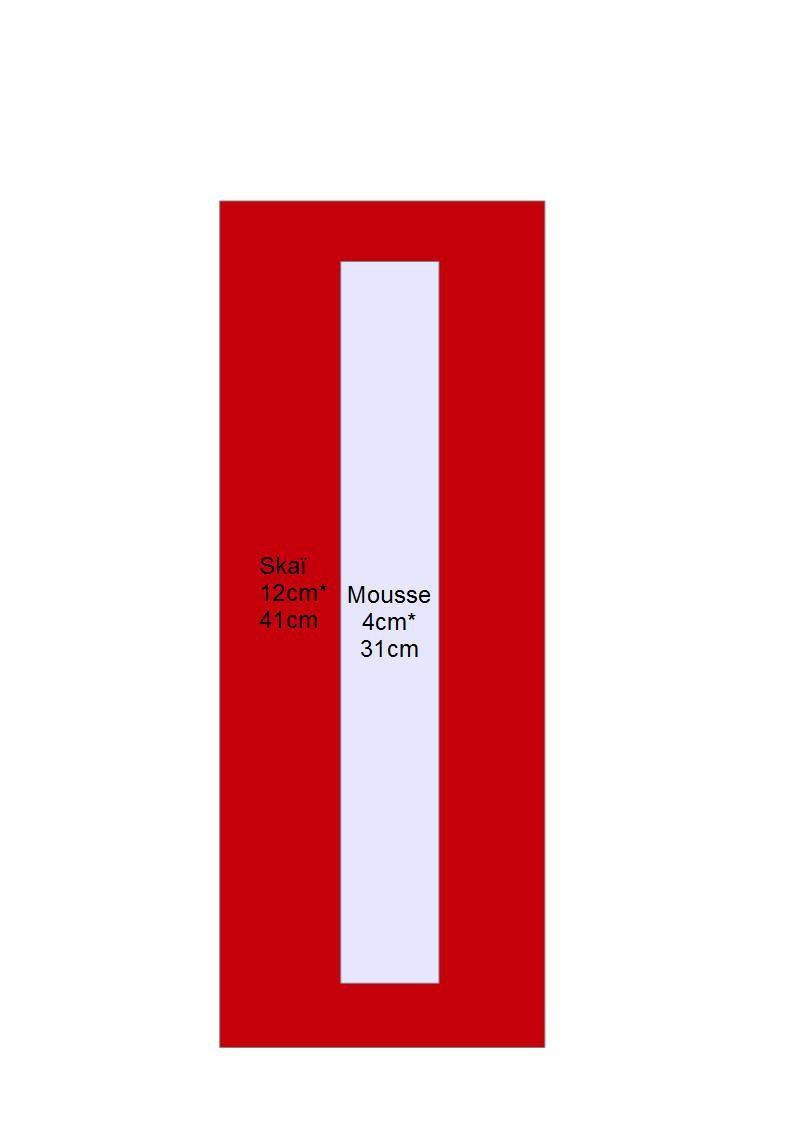 Centrer la mousse et replier le skaï autour de la mousse et assembler autour de la sangle de 10 cm repliez en deux (autour de la boucle de réglage)