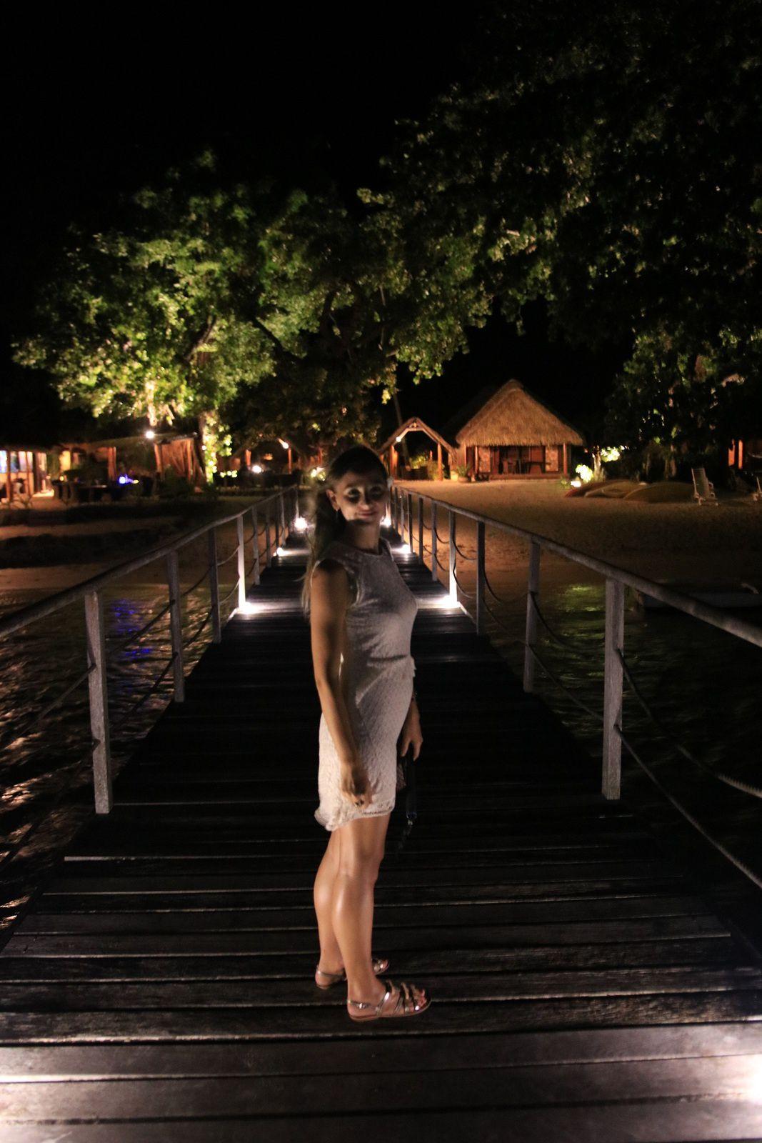 Ponton du relais Mahana by night