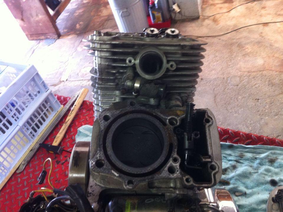 Ouverture moteur Intruder 750 de 87. Remplacement des coussinets de bielles.