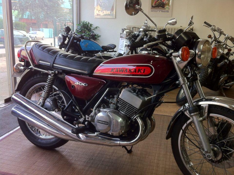 Pour ceux qui aiment les bons vieux KAWA voir un 400 et un 500.