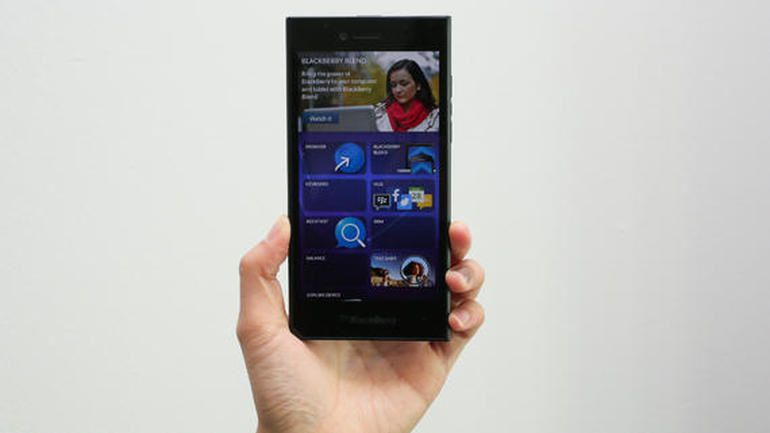 BlackBerry unveils all-touch five-inch Leap