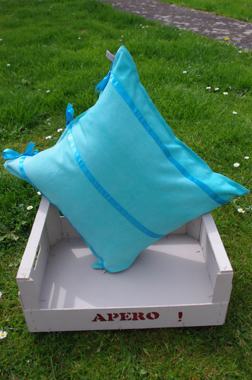 """Coussin """"broderie"""" turquoise"""