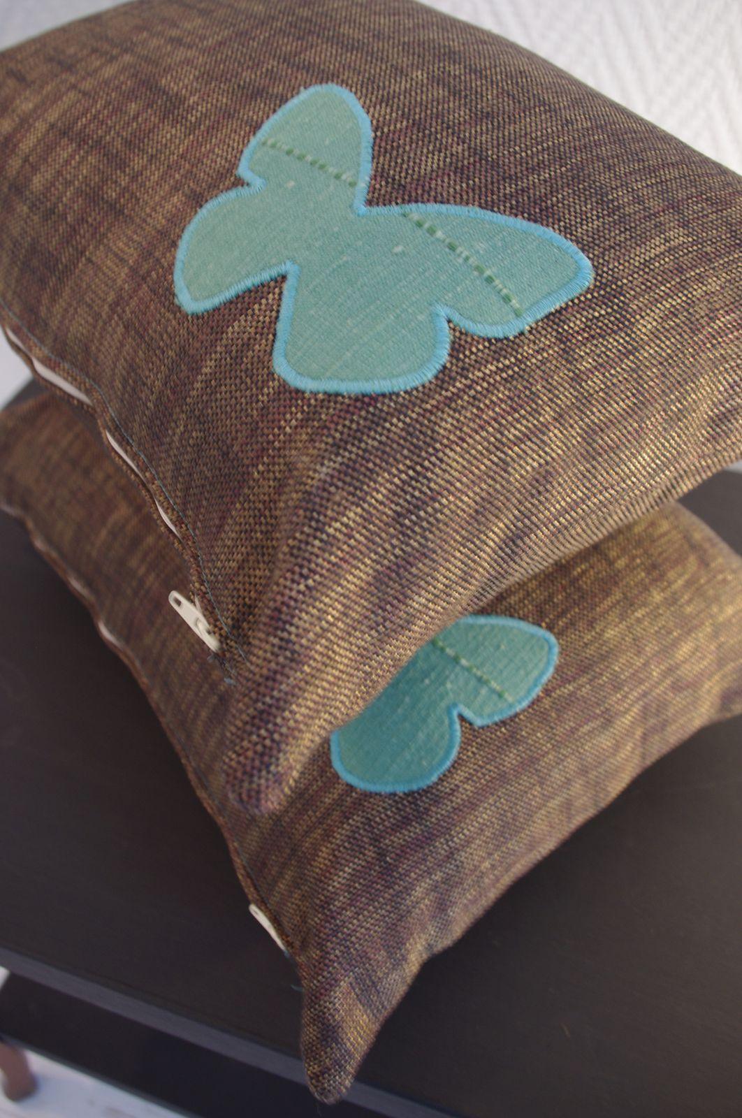 Coussins chocolat à papillons