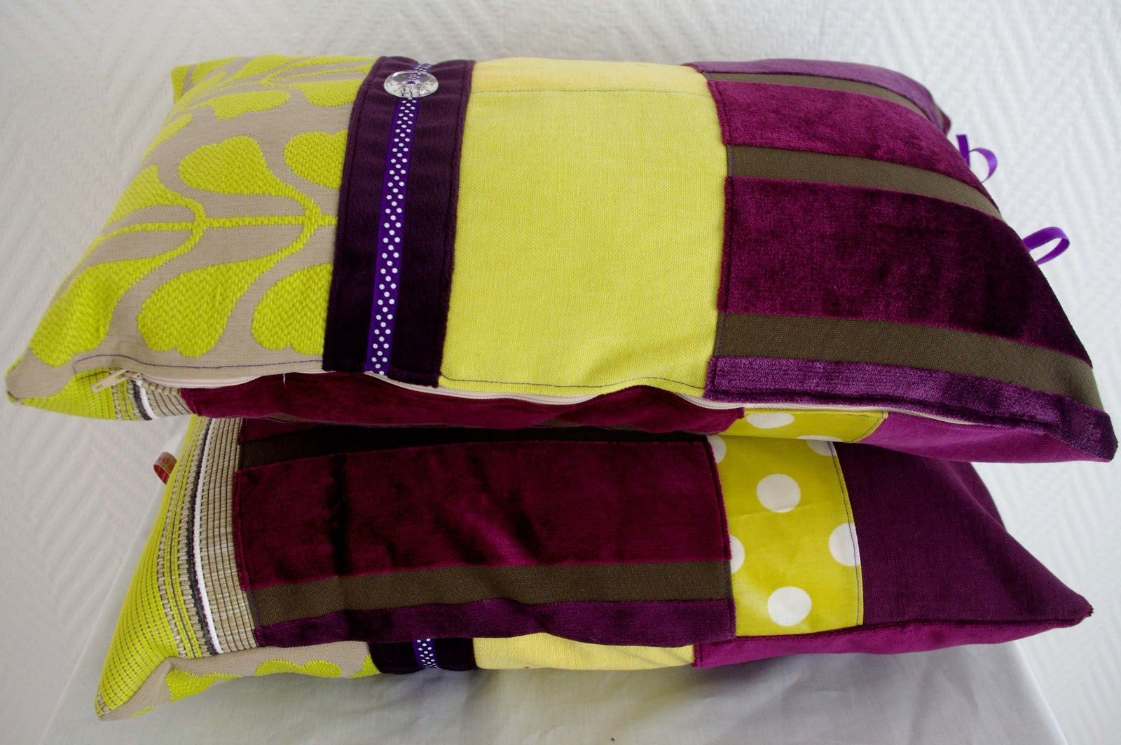 Coussins bohèmes violets et anis