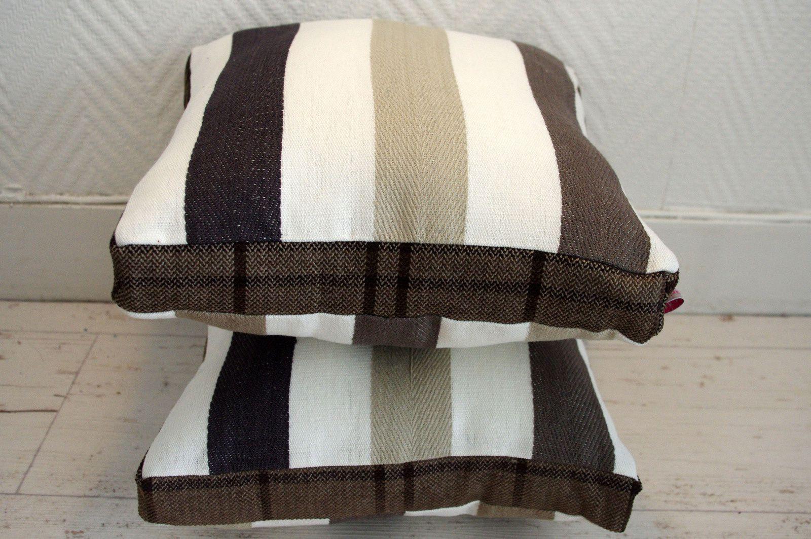 Coussins brun, beige écrus avec épaisseur