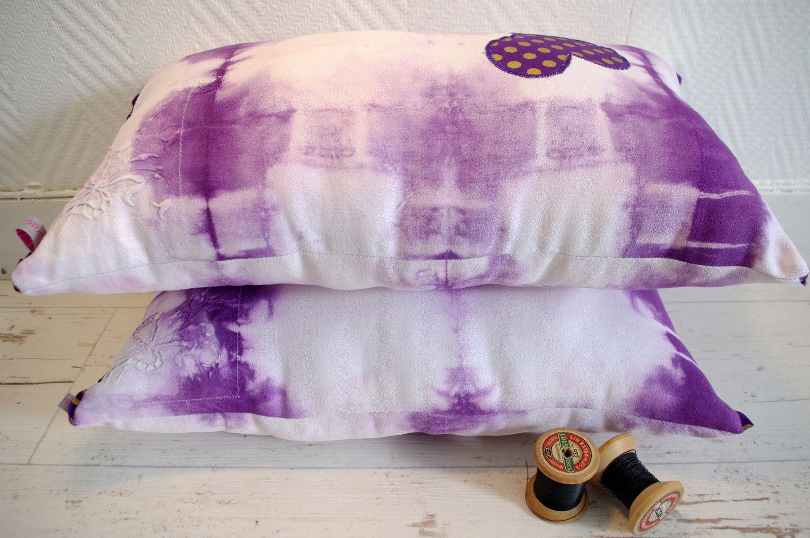 Coussins tie and dye violets