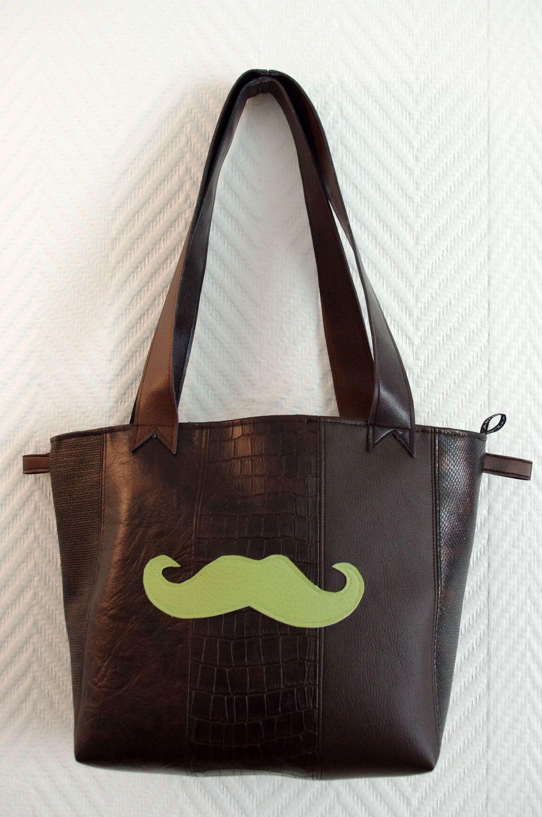 Deux sacs en faux cuir