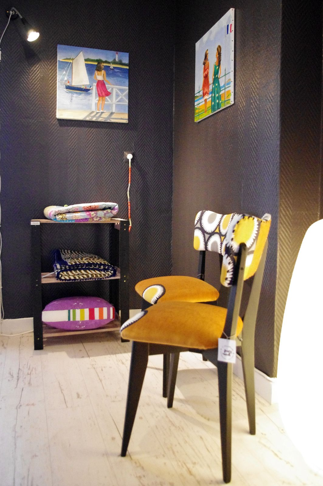 Plaids et chaises vintages