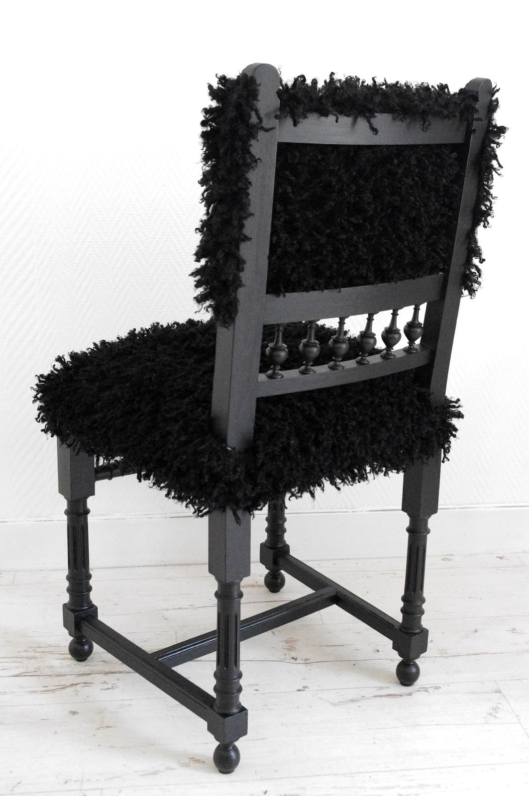 Chaise mouton noir